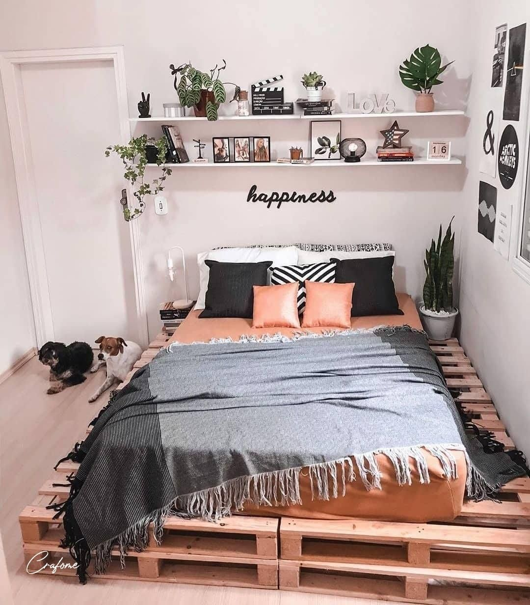 6 Ideas for Turning Old Pallets into Dorm Decorations